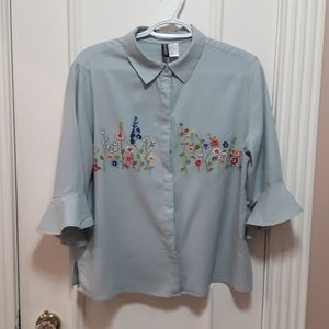 Floral blouse with bell sleeves